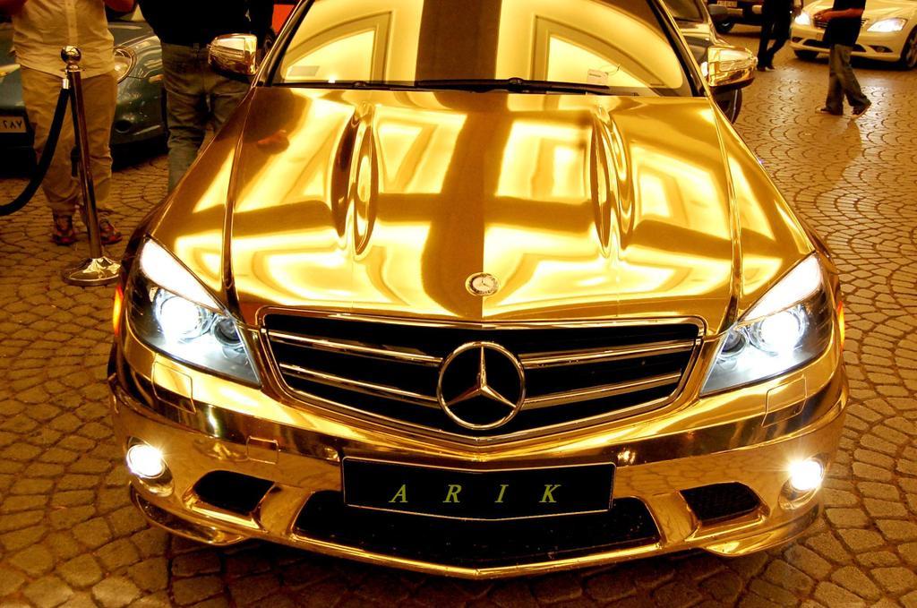 gold-mersedes-c63-09