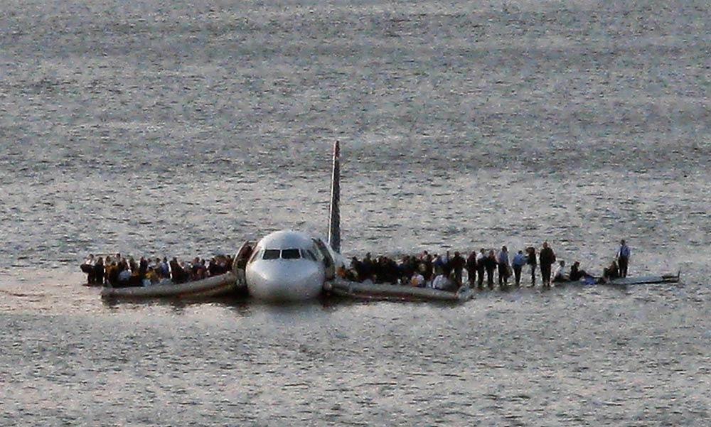 Если теракта не было,то почему же Ту154 так жутко развалился на тысячи обломков,ведь американский самолёт сел без жертв