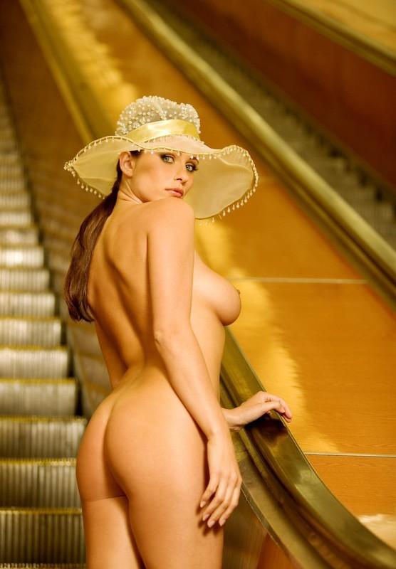 nude-girl-in-subway-09