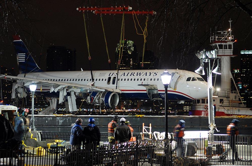 поднятие самолета из Гудзона