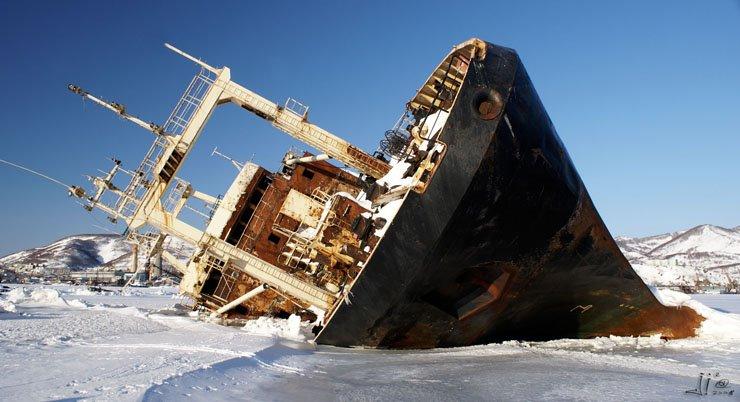 abandoned-frozen-ships-01