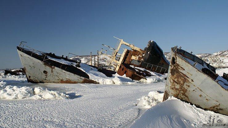 abandoned-frozen-ships-03