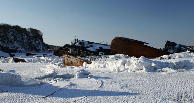 abandoned-frozen-ships-04
