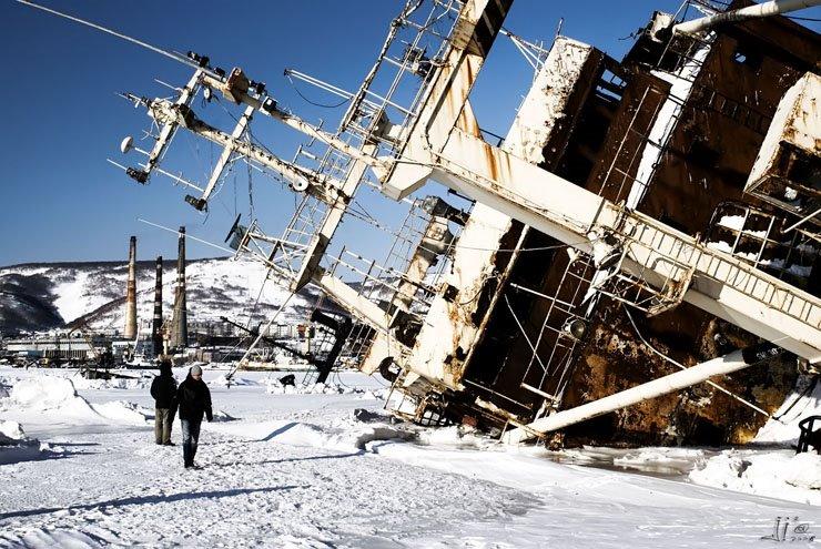 abandoned-frozen-ships-05