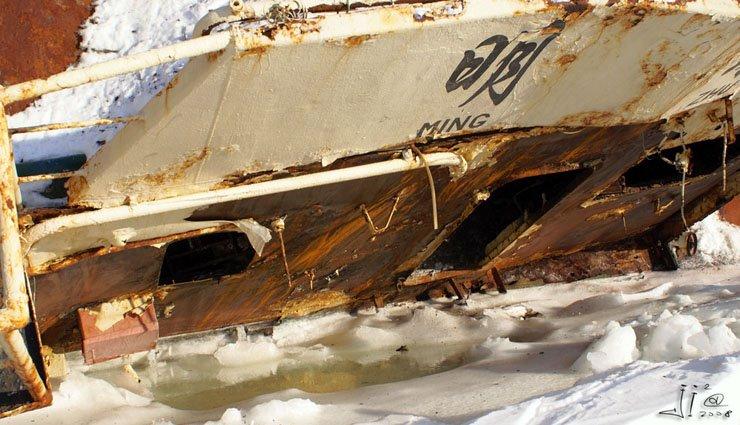 abandoned-frozen-ships-06