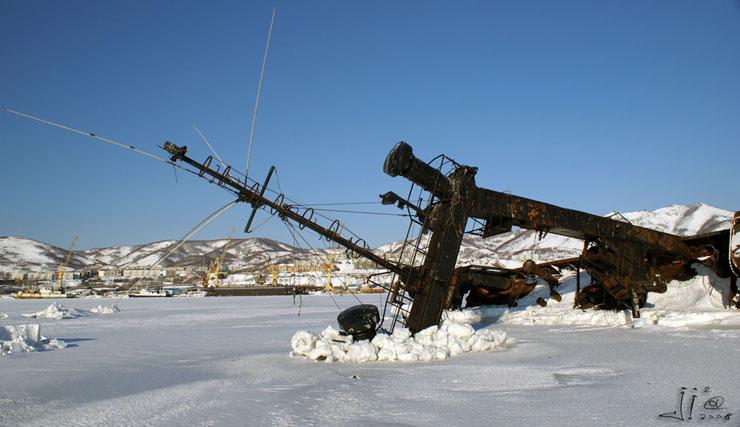 abandoned-frozen-ships-08