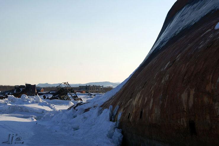 abandoned-frozen-ships-11