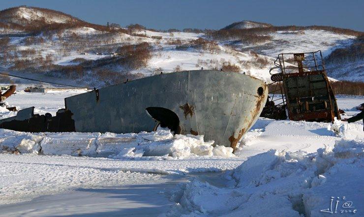 abandoned-frozen-ships-12
