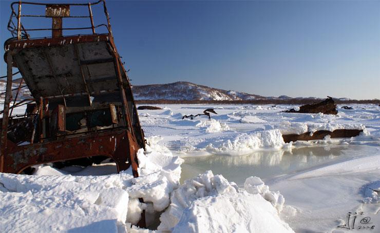 abandoned-frozen-ships-13