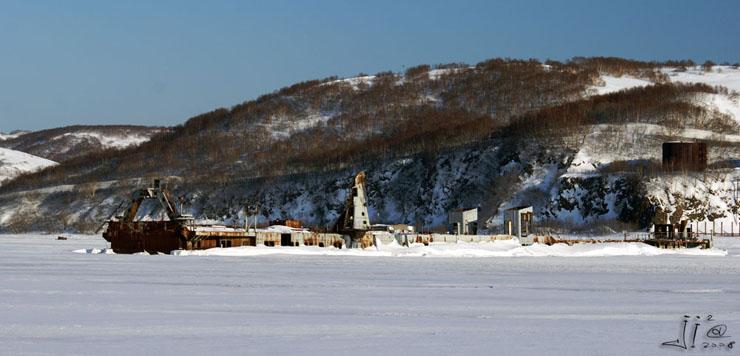 abandoned-frozen-ships-14