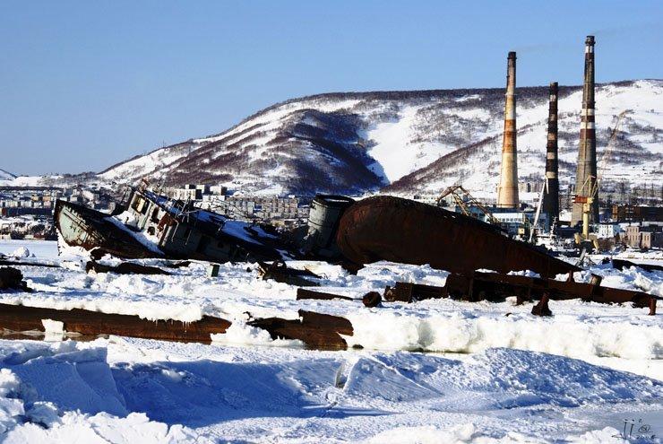 abandoned-frozen-ships-15