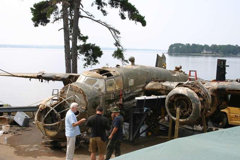 b25-airplane-bomb-island-01