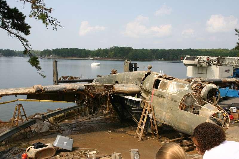 b25-airplane-bomb-island-02