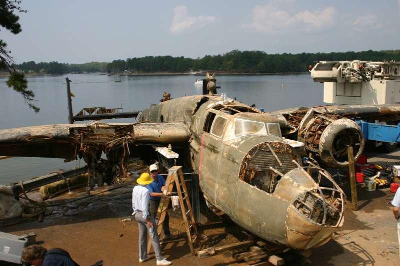 b25-airplane-bomb-island-03
