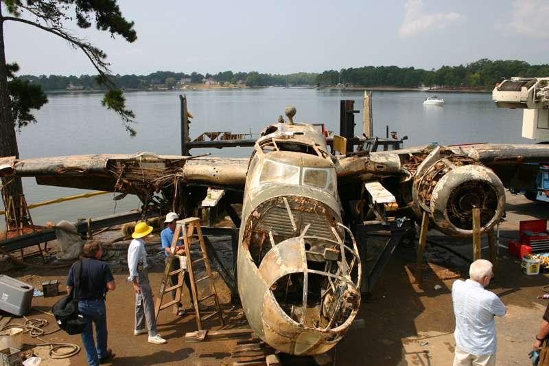 b25-airplane-bomb-island-04