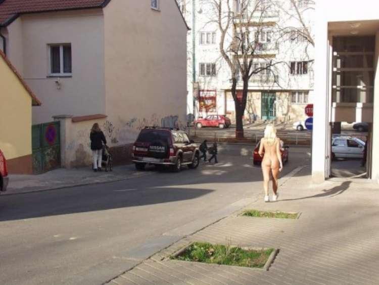 nude-girl-walking-city-10