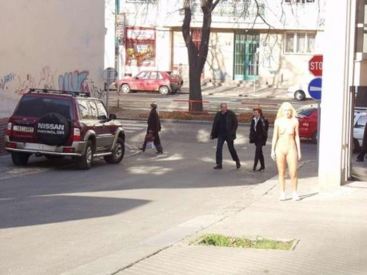 nude-girl-walking-city-12