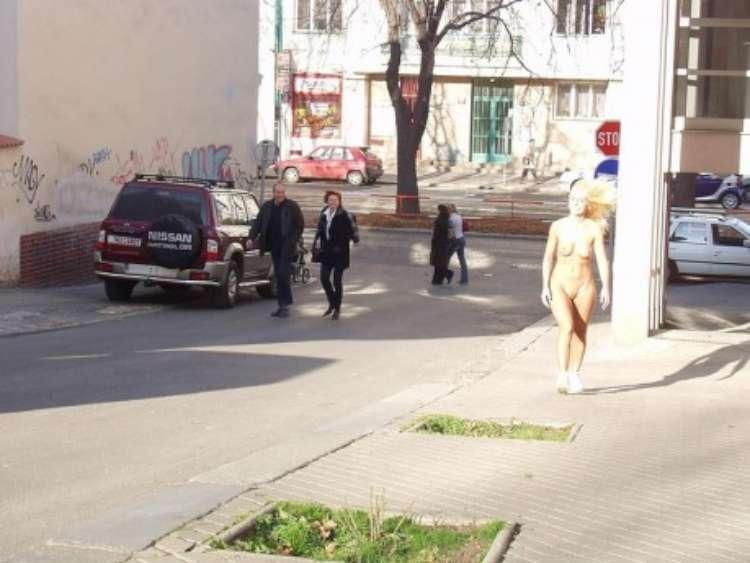 nude-girl-walking-city-13
