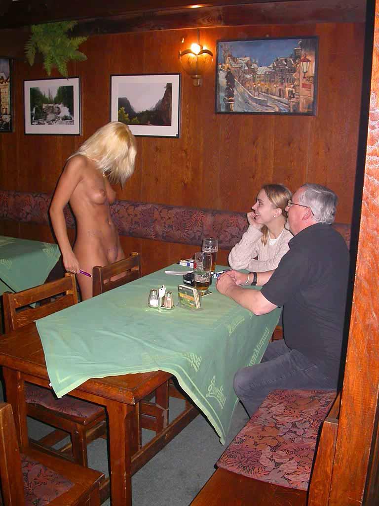 nude-oficiantka-05