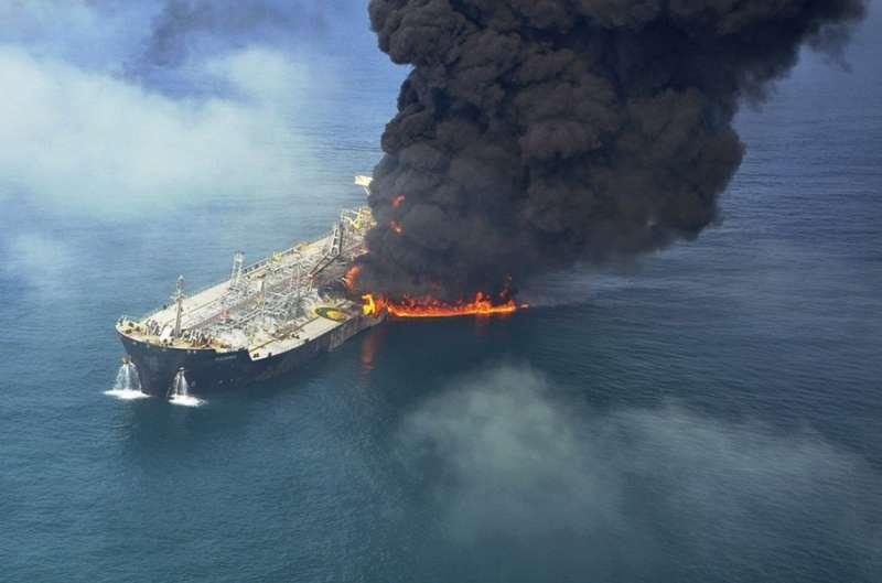 oae-dubai-fire-on-tanker-06