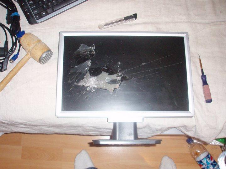 razbitiy-monitor-12