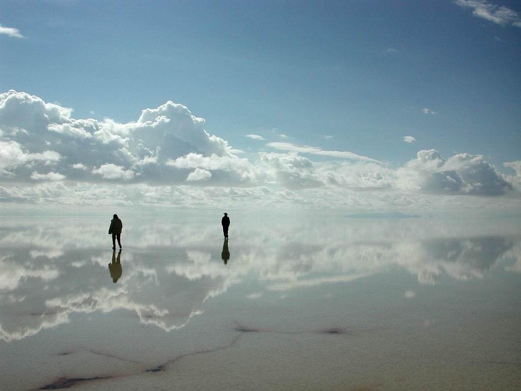 Самое большое в мире зеркало (10 фото)