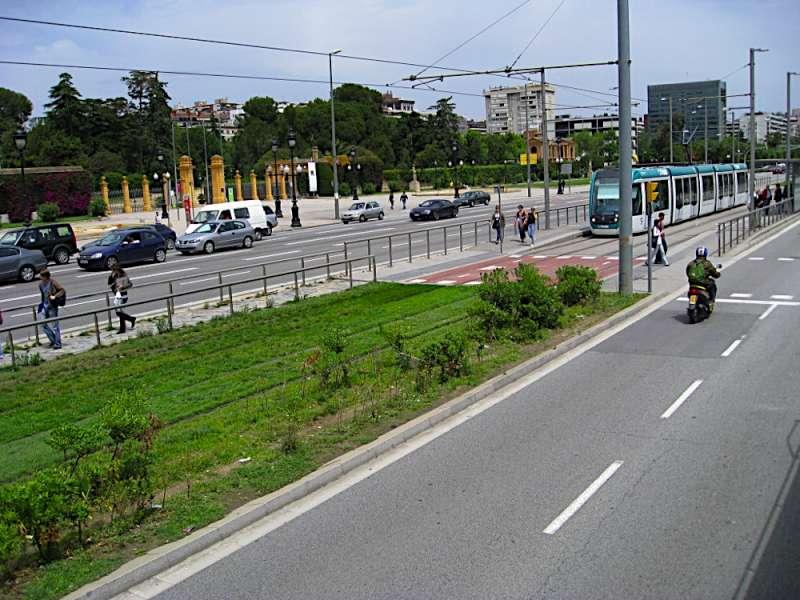tram-on-grass-04