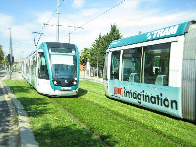tram-on-grass-09