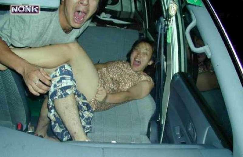 Китайских подростков застукали за занятием сексом на улице (6 фото) .