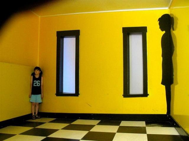 ames-room-illusion-01