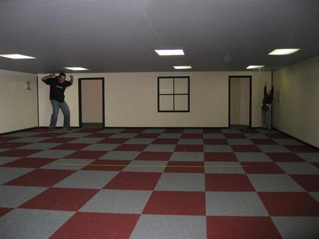ames-room-illusion-03