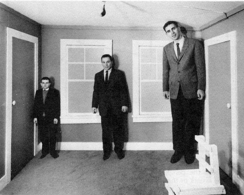 ames-room-illusion-04