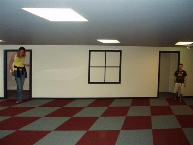 ames-room-illusion-05