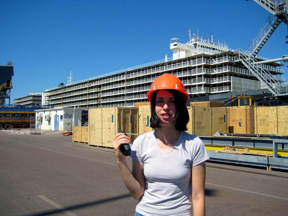 Самый большой корабль для перевозки скота (5 фото)