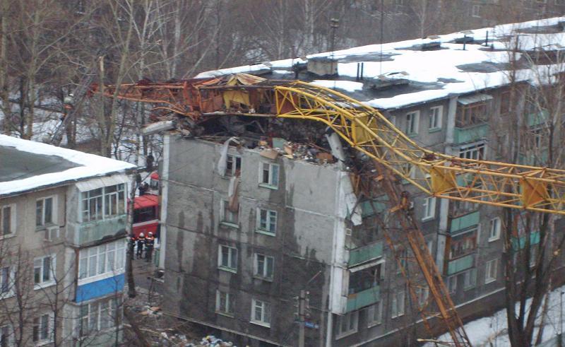 padenie-krana-v-novgorode-01