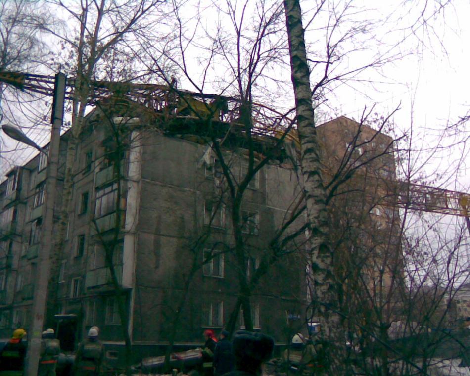 padenie-krana-v-novgorode-06