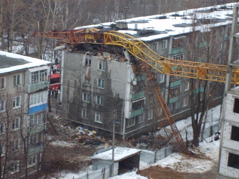 padenie-krana-v-novgorode-08