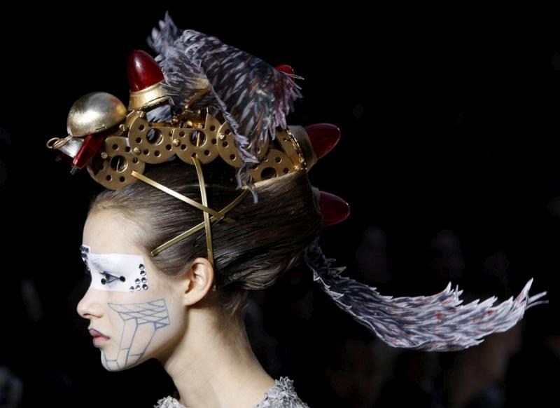 paris-fashion-week-110309-25