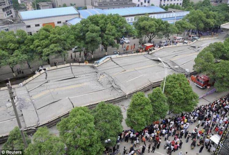china-road-crash-02