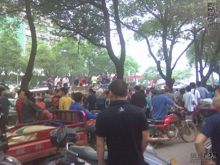 china-road-crash-04