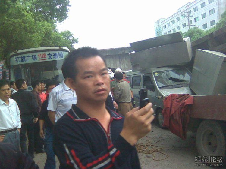 china-road-crash-06