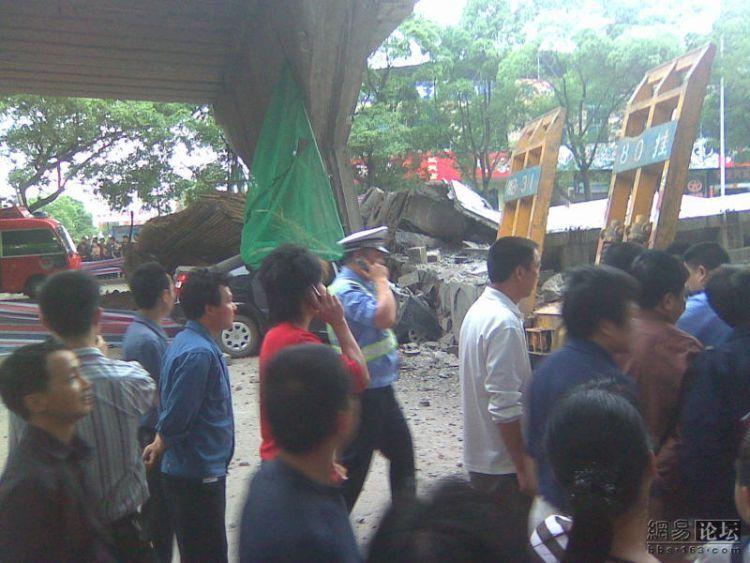 china-road-crash-08