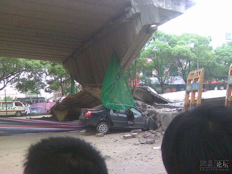 china-road-crash-09