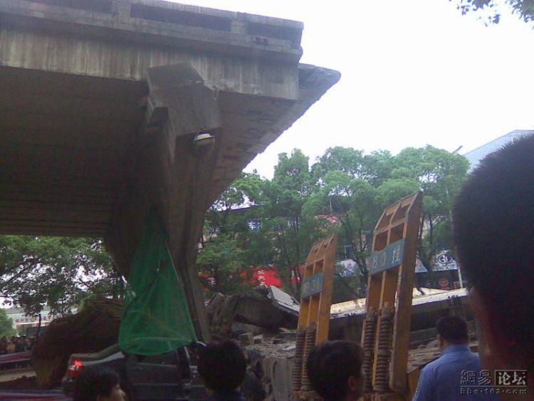 china-road-crash-13