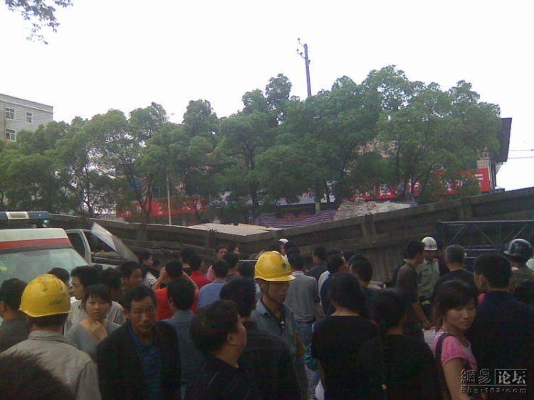 china-road-crash-14