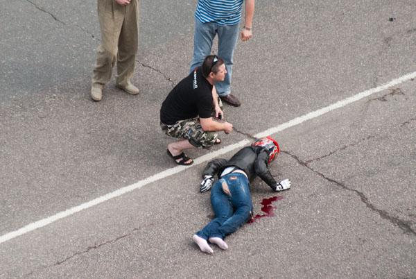 moto-crash-120509-05