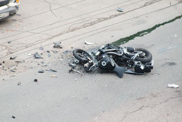 moto-crash-120509-09