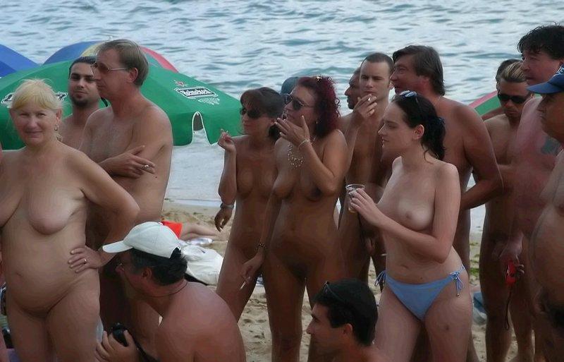 Фильм голые на пляже
