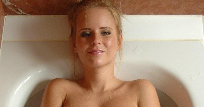 Голая девочка в ванне фото фото 132-551