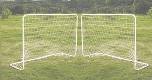 джип на футбольном поле